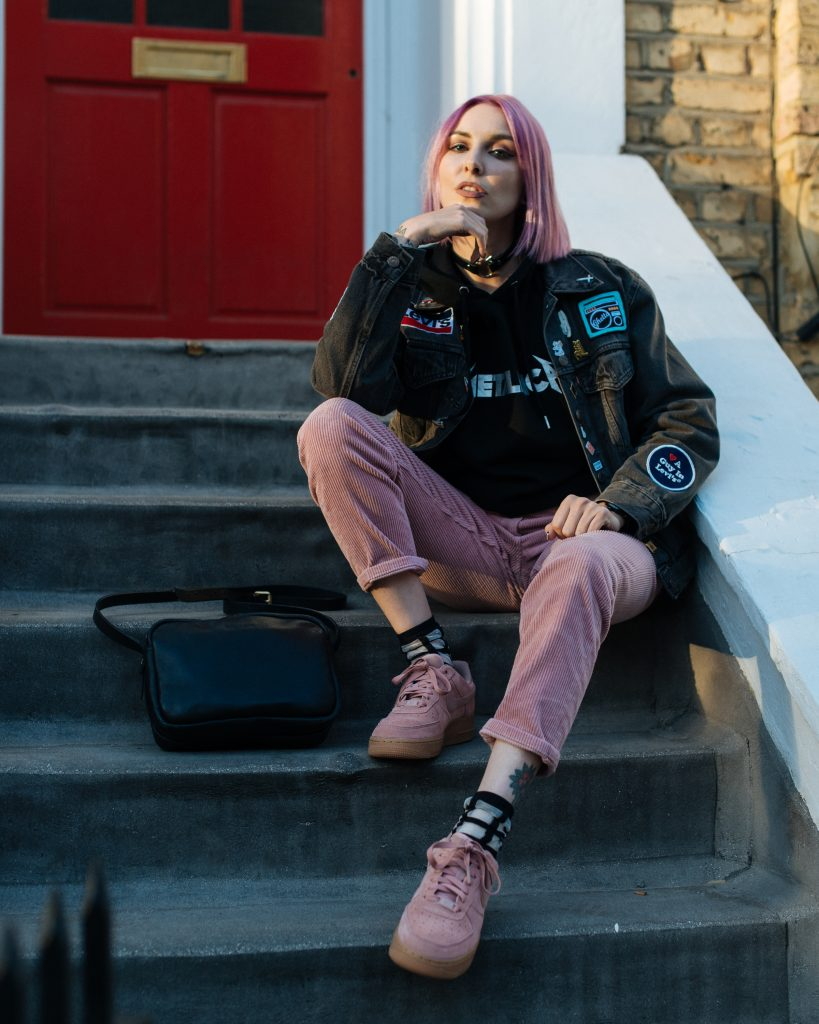 the best attitude 63b06 cd1d5 Photos by Meara Kallista Morse. denim jacket how to wear levis metallica  hoodie nike ootd outfit patches pink air force 1 ...